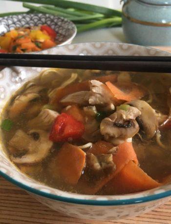 Soupe asiatique de poulet aux noodles
