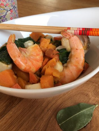 Fruits de mer et poisson aux légumes, sauce curry rouge au lait de coco