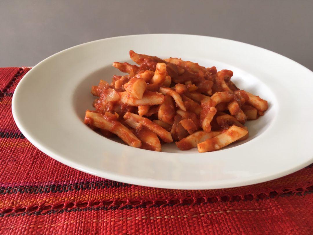 Encornets à la tomate et poivrons