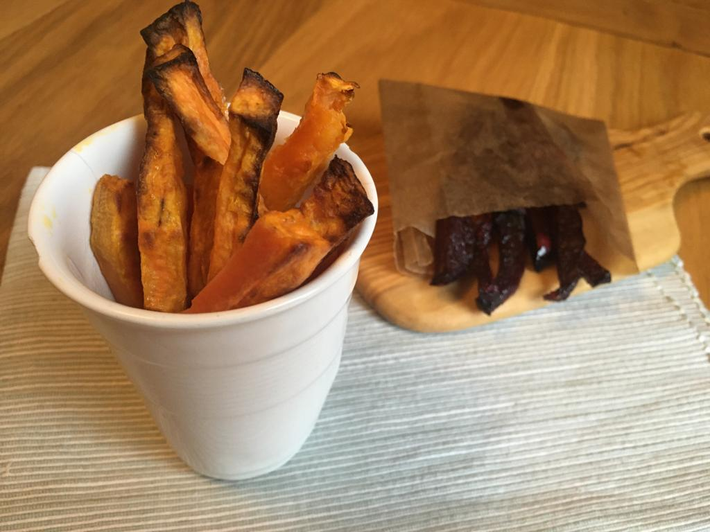 Frites de patate douce et de betterave