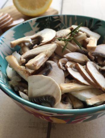 Salade de champignons à la sarriette et au citron