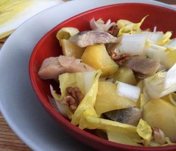 Salade d'endives, pomme, hareng et noix